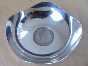 STERLING SILVER COIN DISH SET WITH A COMMEMORATIVE CROWN 1972
