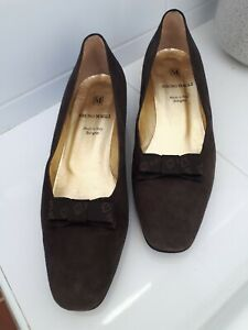 Bruno Magli Brown Suede Pumps Made in Italy Sz 9 As New Beautiful! Bow Detail