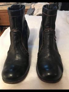 Women Clark's boots size 5. EUR 5.5