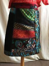 Jolie jupe colorée DESIGUAL taille 36 comme neuve.