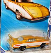 2010 Hot Wheels Muscle Mania #9-10 Yellow & White '70 Plymouth Superbird Diecast
