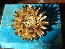 Superbe broche Dahlia en bronze doré à l'or fin 24 carats.