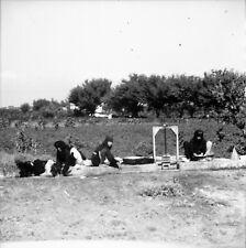 HOMS c. 1960 -  Jeunes Femmes Voilées Lavage du Linge - Négatif 6 x 6 - SYRIE 35