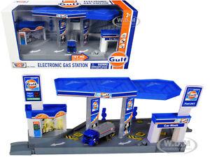 """GULF"" ELECTRONIC GAS STATION DIORAMA & TANKER TRUCK 1/64 MODEL MOTORMAX 79638"