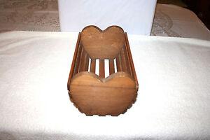 VTG WOOD HEART DESIGN SLAT SIDED DOLL CRADLE/ BED OR PLANT/MAIL HOLDER FOLK ART
