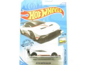 Hot Wheels Aston Martin Vulcan 88/250 White Long Card 1 64 Scale Sealed New