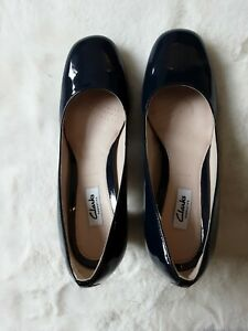A pair of NEW & UNWORN CLARKS NARRATIVE navy blue patent leather COURT SHOES 8E