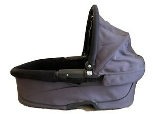 Quinny Buzz Dreami Carry Cot Carrycot in grey & black with mattress