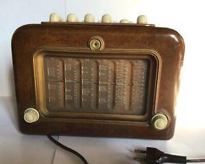 Radio CGE modello Supergioiello 195. La radio è ben conservata e funzionante.