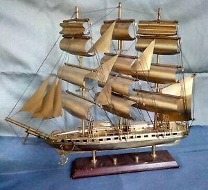 Ancienne maquette de voilier 3 mâts en laiton , sur socle