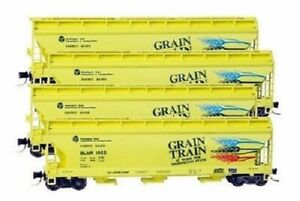 N Micro Trains 993 00 104 The Grain Train  3 Bay Covered Hoppers 4 pack  RED BOX
