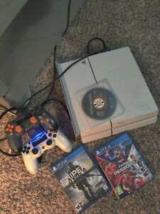 Playstation 4 PS4 White 500gb *Used* 2 controllers NO RESERVE