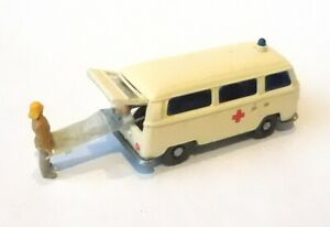 H0  1:87 Modell - Umbau / Gesupert - VW T2 - DRK Krankenwagen offene Heckklappe