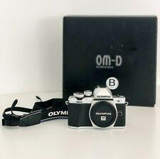 Olympus OM-D E-M10 Mark II Fotocamera Digitale Mirrorless + 17mm 1.8 + HELIOS 44