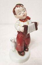 Porzellan Figur Royal Dux, Junge mit Hund spielt Ziehharmonika Kinderfigur(G620)