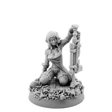 28mm-scale IMPERIAL SOLDIER PIN-UP FEMALE WITH COMBI-WEAPON
