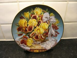 FLOWER  PLATE  -  GRACE PATRICIA IRIS    -  FRANKLIN MINT