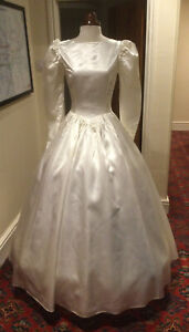 VINTAGE 1980's VICTORIAN STYLE IVORY SATIN WEDDING DRESS