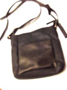Tasche,Schulter ,Länge verstellbar,Marke,schwarz,teilw. metallicOptic,24x24 cm,
