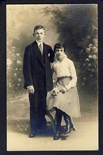 Post card CARTE PHOTO LOUIS Photographe 29 Bd St MARTIN Jeune Couple vers 1910