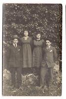 photo carte postale   jeunes femmes et jeunes hommes  (1016e)