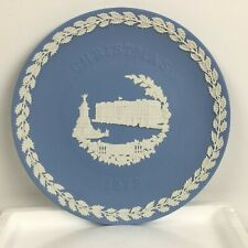 "1979 Wedgewood Blue Jasper Christmas Plate: ""Buckingham Palace"""