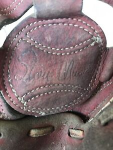 Vintage Stan Musial #6 Leather Baseball Glove, Right Hand Throw