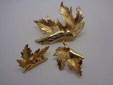 VINTAGE GOLD TONE MAPLE LEAF BROOCH SET FOLDED WITH MATCHING CLIP ON EARRINGS