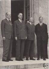 Photographie - Le Général Charles DE GAULLE et le Ministre Antoine PINET...