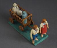 Grulicher Krippenfigur, Gabenbringer, 2 Kinder mit Leiterwagen,  7 cm (# 11995)