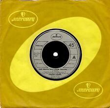 FARON YOUNG She Fights That Lovin' Feeling Vinyl 7 Inch Mercury 6052 239 1973
