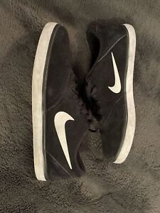Mens Nike SB suede Trainers Black & White Size UK 11