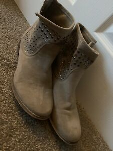 LADIES TAUPE PULL ON BOOTS SHOES UK SIZE 5 GOOD CONDITION