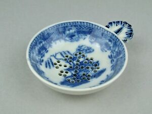RARE ANTIQUE ENGLISH BLUE & WHITE PEARLWARE SOFT PASTE EGG DRAINER CAUGHLEY DISH
