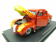 1940 FORD DELUXE / 1:18 Scale By Universal Hobbies
