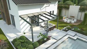 Aluminium-Terrassenüberdachung mi Schiebedach aus Glas Wetterschutz Sonnenschutz