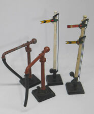 4X VINTAGE HORNBY DUBLO RAILWAY PARTS - SIGNAL SIGNS AND WATER PUMPS RARE  (276)