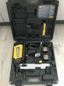 DEWALT DDF5110500 C5 TRAK IT NAIL GUN 2 x BATTERIES CHARGER FOR STEEL CONCRETE