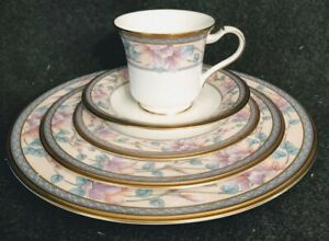 NORITAKE EMBASSY SUITES SERVICE FOR 9 & BUTTER or GRAVY TRAY MINT !