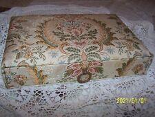 Ancienne boite recouverte de tissu d'Aubusson, couture autre... Superbe ! N°1