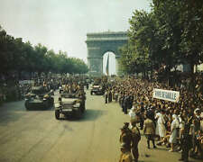 LIBERATION OF PARIS 8X10 PHOTO WWII CHAMPS ELYSEES 1944