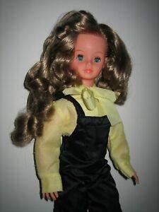 Belle poupée ancienne vintage CATHIE  de BELLA  mannequin  1970/80 + tenue