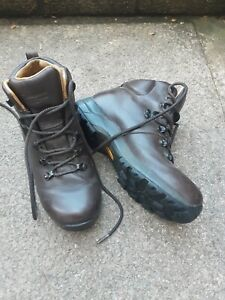 Ladies  leather Berghaus Walking Boots Size 4