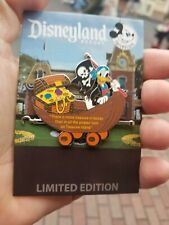 Disneyland annual pass holder exclusive quarterly train series donald Duck pin