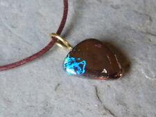 Colgante oro 18 quilates, 1 pequeño ópalo boulder multicolor