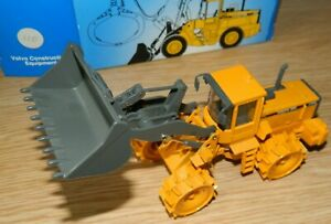Volvo BM L180C Waste Compactor articulated Loader with shovel 1:50 by Scoop