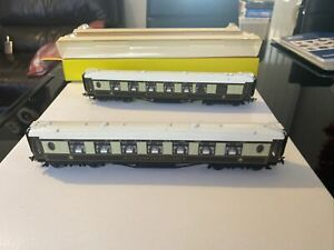 2 X Hornby Pullman Cars Coaches 34 & 166 Oo Gauge