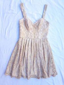 EUC Forever New Size 8 Dress Cream Lace Sleeveless Wedding Event Races Chic