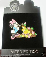 Disney Minnie Mouse and Pluto digging flower garden Le 100 Pin