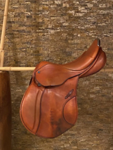 "Stubben Roxane Biomex Deluxe Leather Jump Saddle 17.5"" / 30cm"